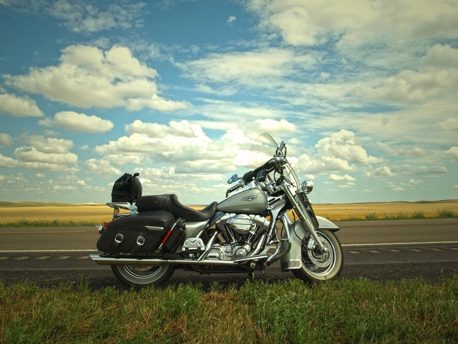 Road Trips Ahead? How to Choose the Best Travel Motorcycle