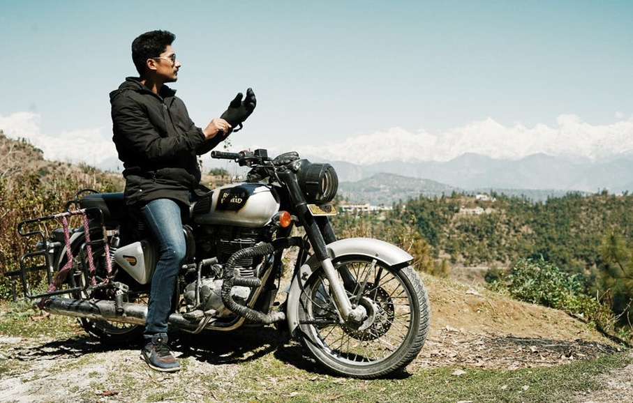 What to Wear on a Motorcycle to Increase Safety and Style